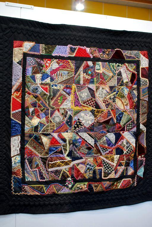 Des languettes de lainages, des crazy, des hexagones. Une très jolie exposition