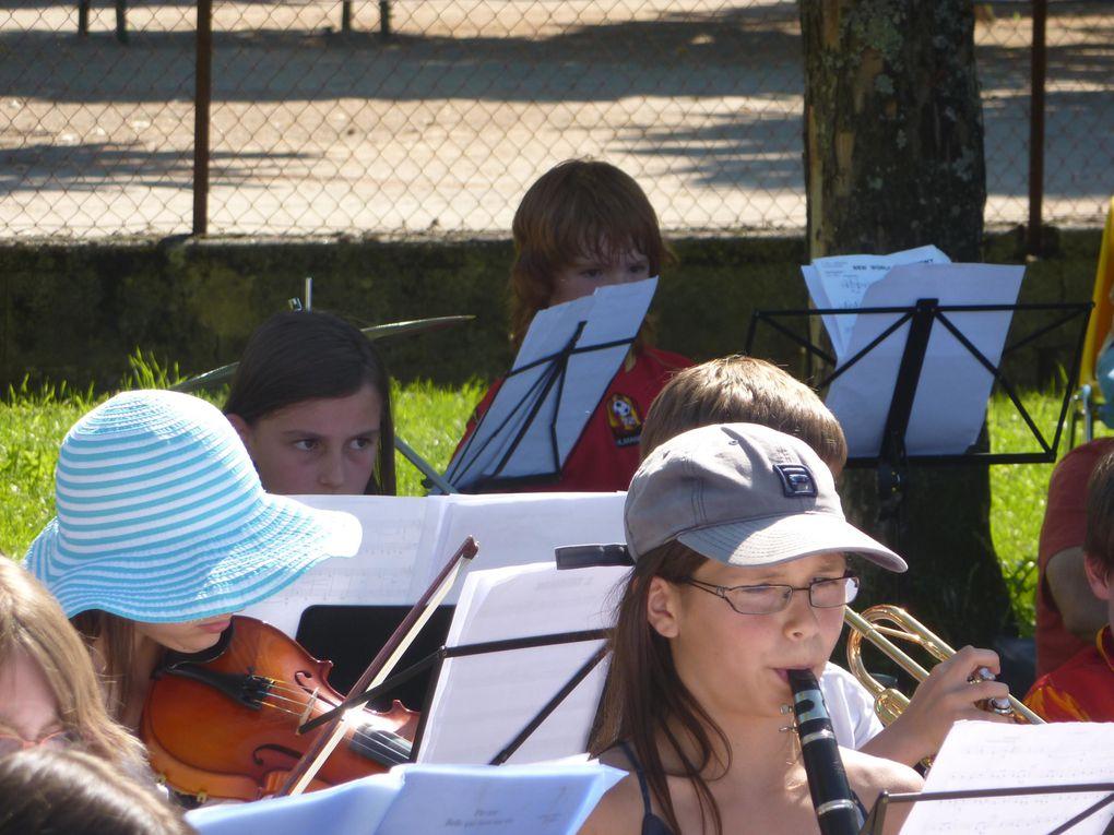 Prestation de l'orchestre junior à l'occasion de la fête de la famille
