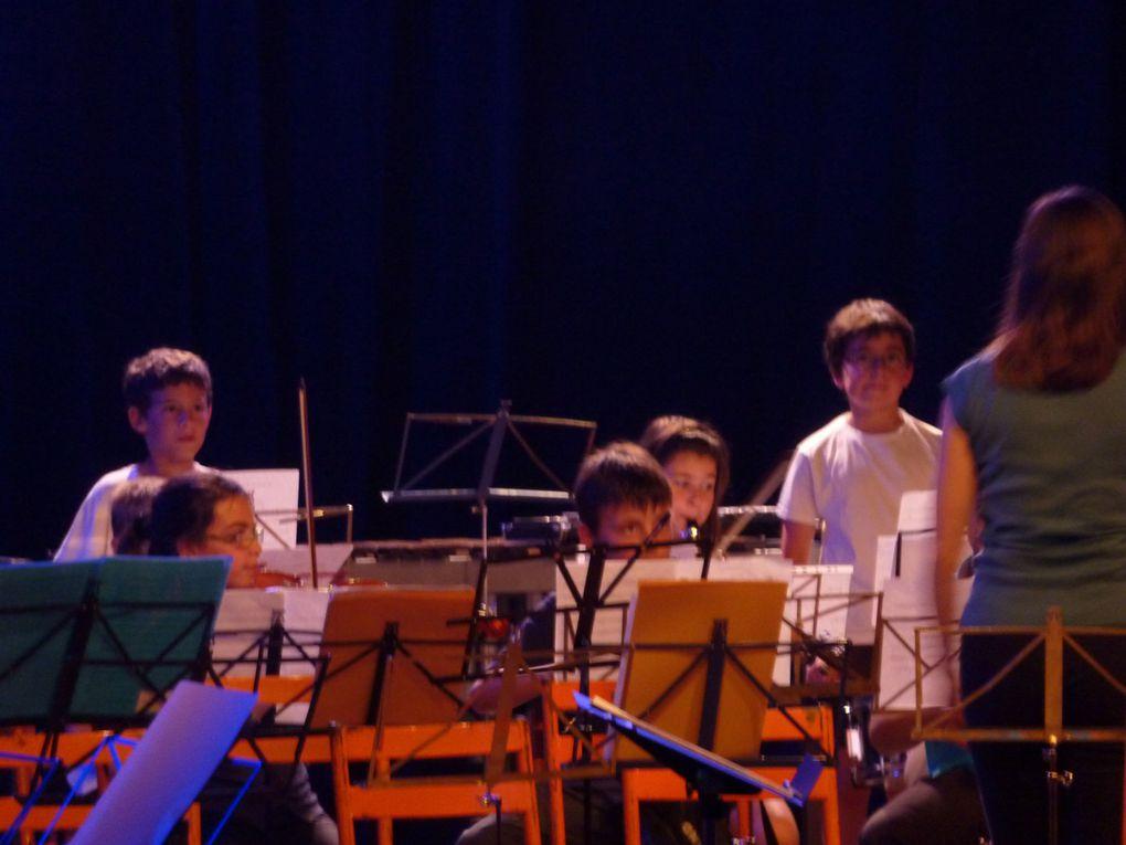 L'Orchestre Junior a ouvert le festival et joué un morceau avec toutes les autres Harmonies après l'entract.