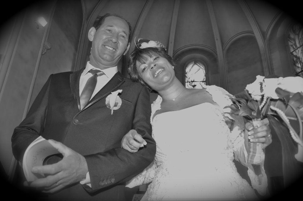 Un MAGNIFIQUE mariage placé sous le signe des îles, de l'exotisme et du rêve... Une ambiance colorée, riche d'humanisme, une famille que l'on sent soudée et généreuse. C'est avec ses magnifiques personnes que j'ai passé mon Vendredi 15 Juin ,