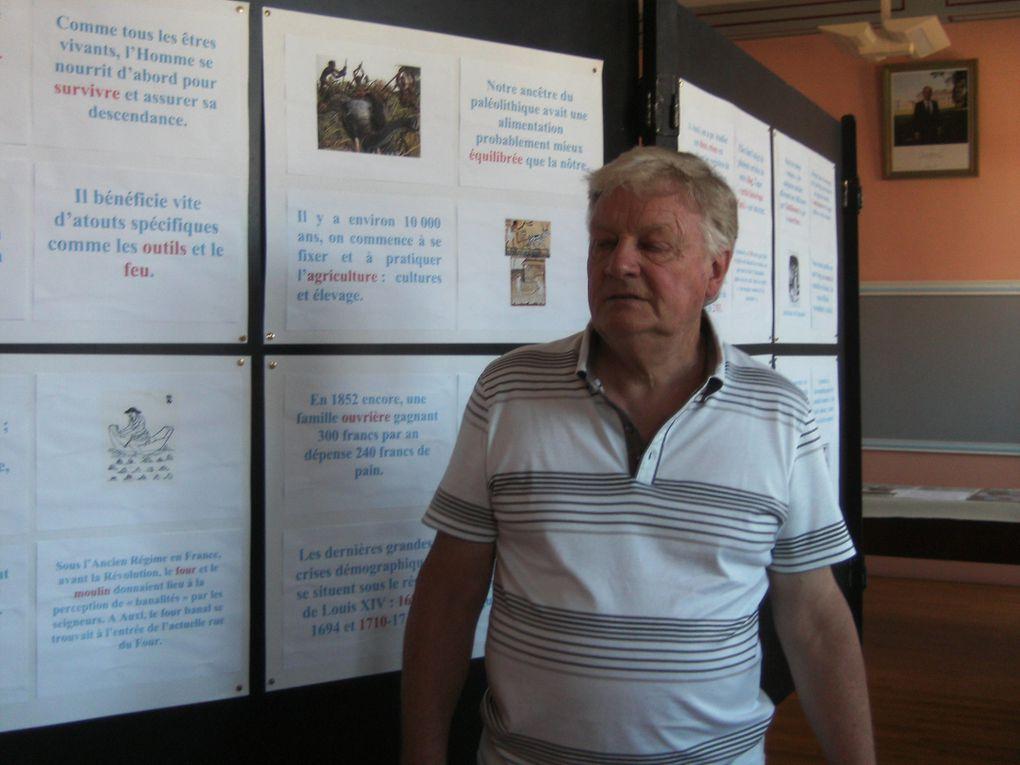 images de la préparation de l'expo, du vernissage, des permanences, des visiteurs.