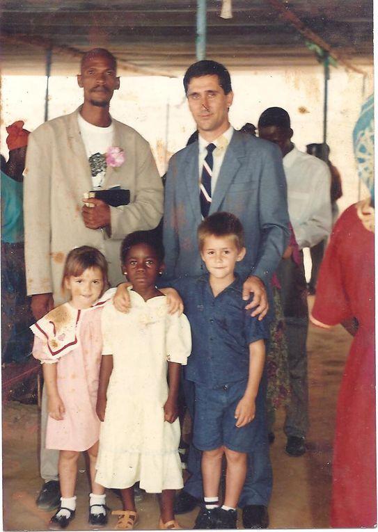 Fotos do Regedor do Kicumba Lemboa Nkandungo/Damba-Uige, ses enfants, neveux,petis-fils et le peuple Dambiens en general, y compris les paysagens angolais. prises avant la mor