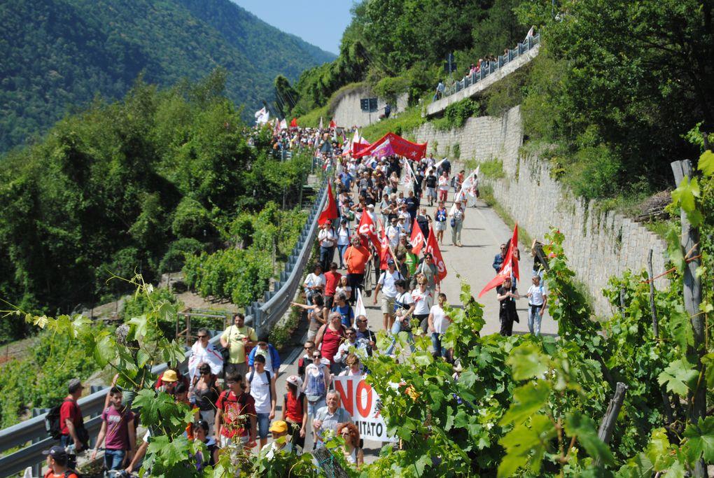 Plus de 70 000 personnes en vallée SUSE en Italie pour protester contre l'invasion des forces de l'ordre sur le site de la Maddalena.