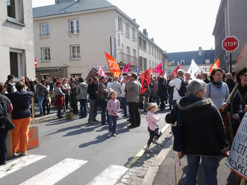 Manifestation devant l'inspection académique pour la remise à plat de la carte scolaire