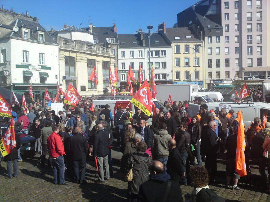 4000 manifetants sous un beau soleil pour manifester la solidarité entre les travailleurs.