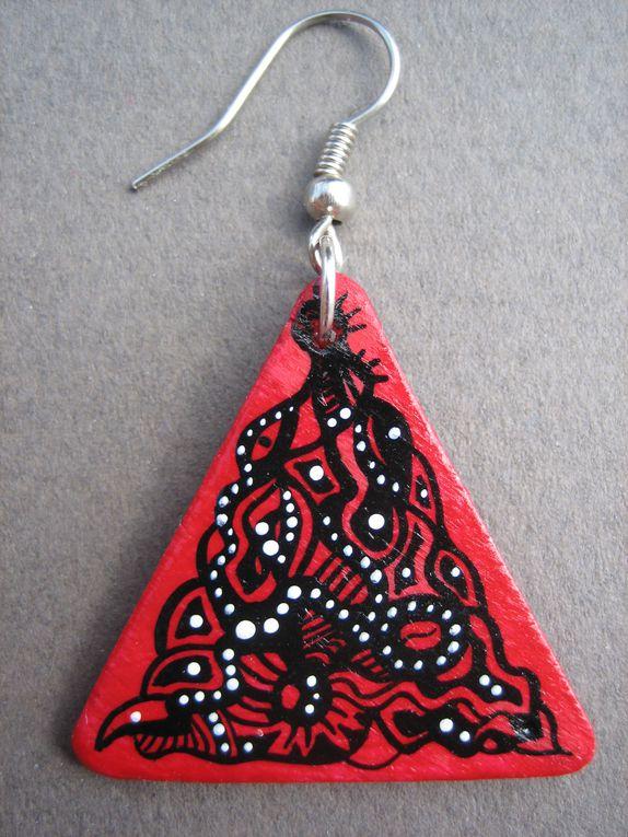 boucles d'oreilles et pendentifs en bois peints à la main et vernis