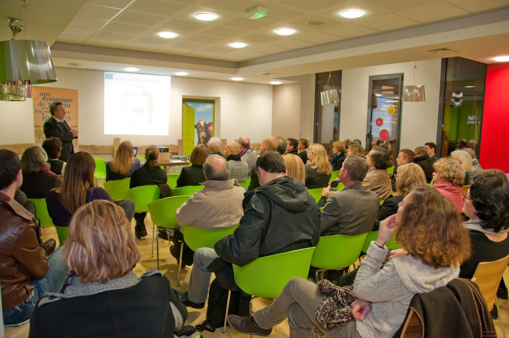 Soirée networking de 13/02/14 à l'occasion de la présentation de l'annuaire des entreprises locales.