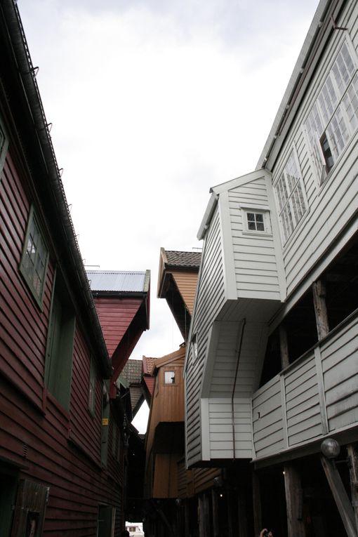 Julias et andre jouant dans la rue, Trondheim, Fjord, Bergen, Stavkirke Fantoft