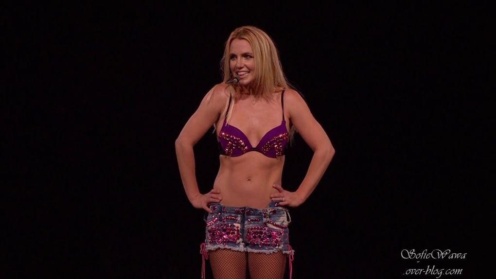 Album - Britney Spears The Femme Fatale Tour