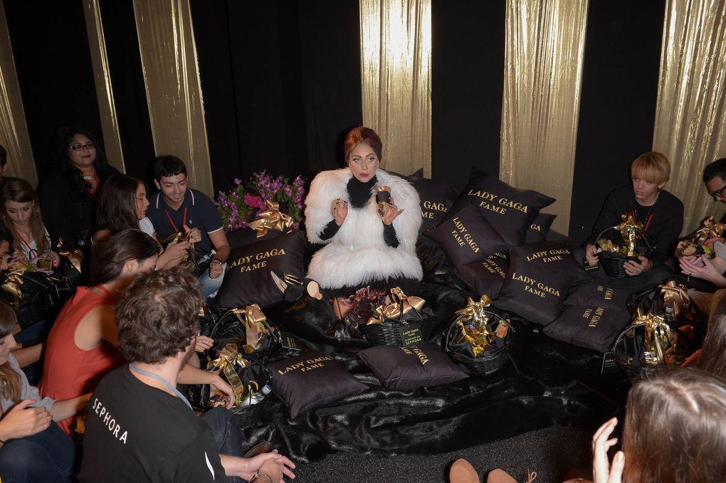Lady Gaga et ses fans pour le lancement de Fame