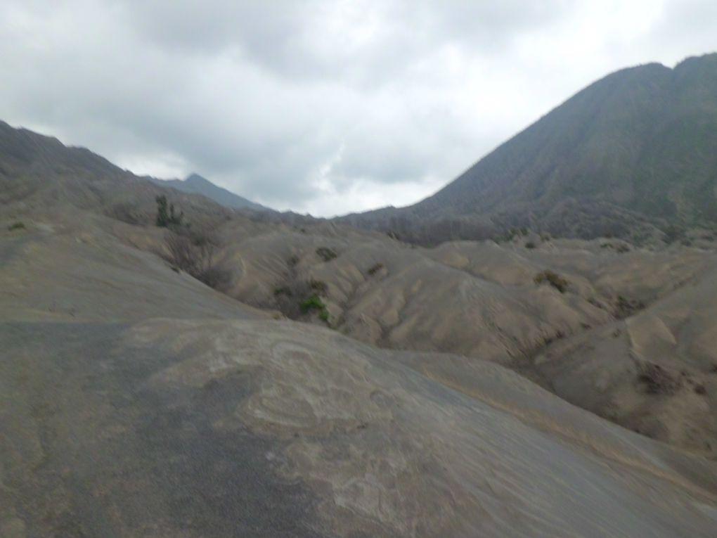 I magici paesaggi lunari di Bromo, il più famoso vulcano dell'isola di Java!