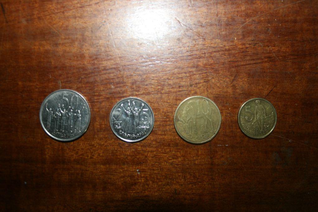 la monnaie éthiopienne est le birr (prnoncez beurr). 1 euro vaut entre 23 et 24 birr. il ya 5 billets (1, 5, 10, 50 et 100 birr) et de pièces de 1 birr, 1, 5, 10, 25 et 50 cents.