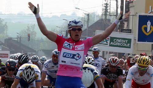 Demare (FDJ) concrétise... Pour cette deuxième étape de la 59ème édition des 4 jours de Dunkerque 2013, Arnaud Demare (FDJ) concrétise et conserve son maillot de leader en remportant une nouvelle victoire. Sur une distance de 178.2 kilomètre