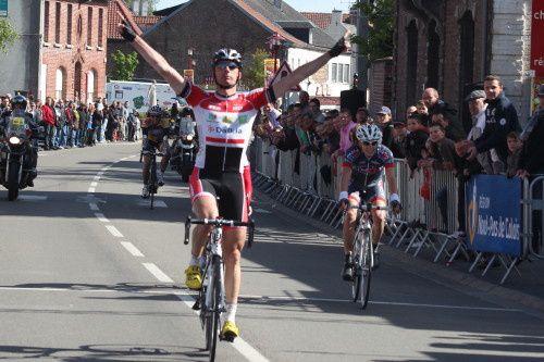 Benoît Daeninck (CC Nogent-sur-Oise) en forme Benoît Daeninck (CC Nogent-sur-Oise) a remporté ce dimanche le Grand Prix du Muguet (Elite Nationale) à Iwuy (Nord). Après 145 kilomètres de course, il devance Camille Thominet (CM Aubervilliers 9