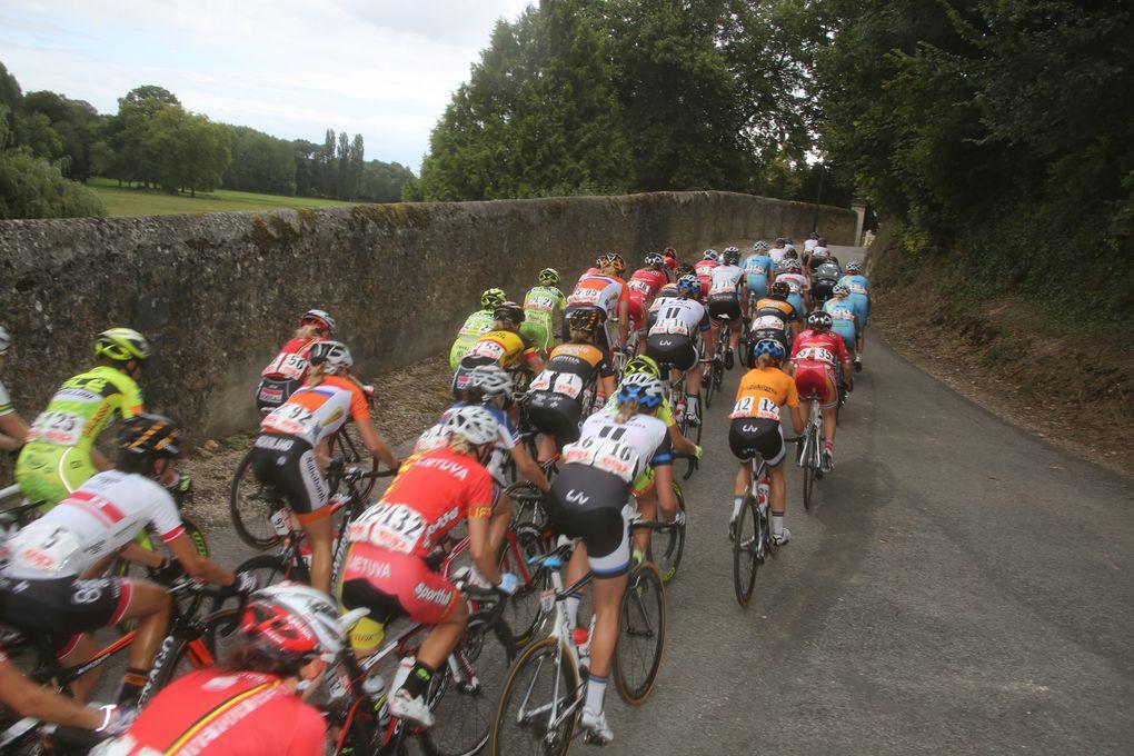 Crédit-photos de JM Hecquetèmeétape de la Route de France Féminine  (Château du Loir / Vendôme 116.8km )Giorgia Bronzini « Reine » de Vendôme Vainqueur d'étape : Giorgia Bronzini (Wiggle Honda)Leader du Général : Lichtenberg
