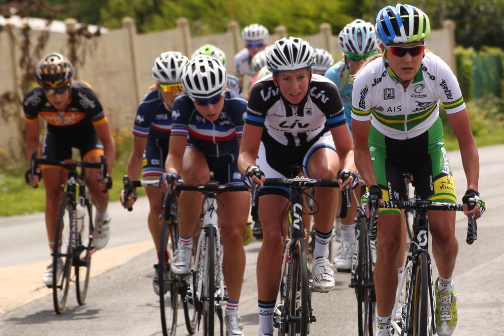 Route de France Internationale Féminine 2014Barbara GUARISCHI (ALE CIPOLLINI) règle le sprint de la 2ème étape à Ligné / L'Allemande Lichtenberg Hausler (TEAM GIANT - SHIMANO) toujours leader..En ce lundi 11 août 2014, pour cette 2ème