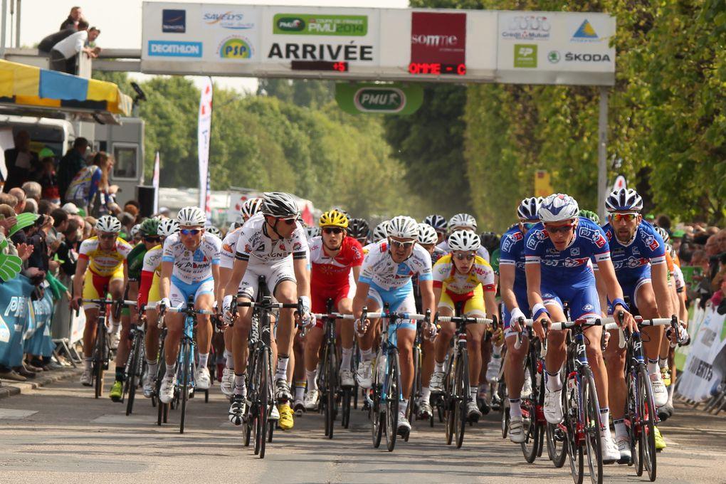 Vicoire au sprint de Hautarovich (Ag2r La Mondiale) devant Van Asbroeck (Topsport) et yannick Martinez (Team Europcar).Crédit-Photos de JM Hecquet