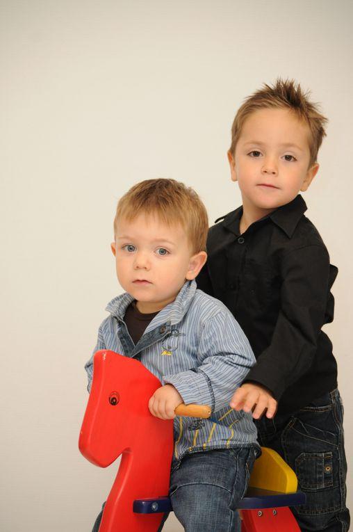 shopping avec deux petits mecs adorables