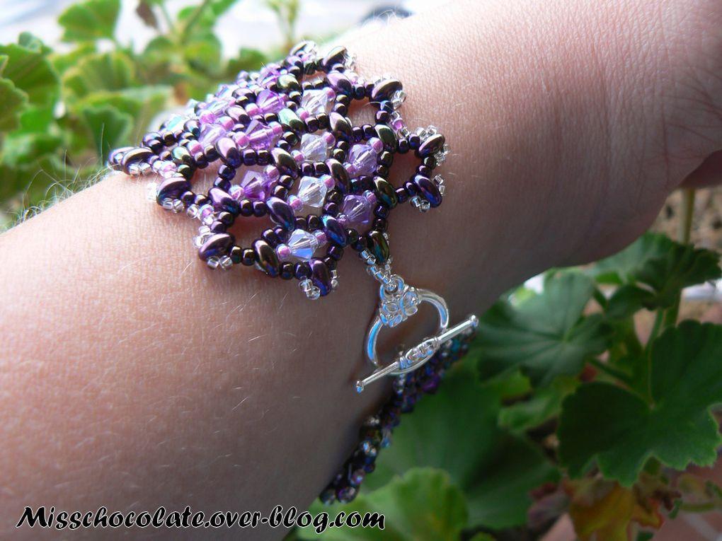 Quelques bijoux en pierres naturelles, verre, cristal, perles de rocaille, etc...