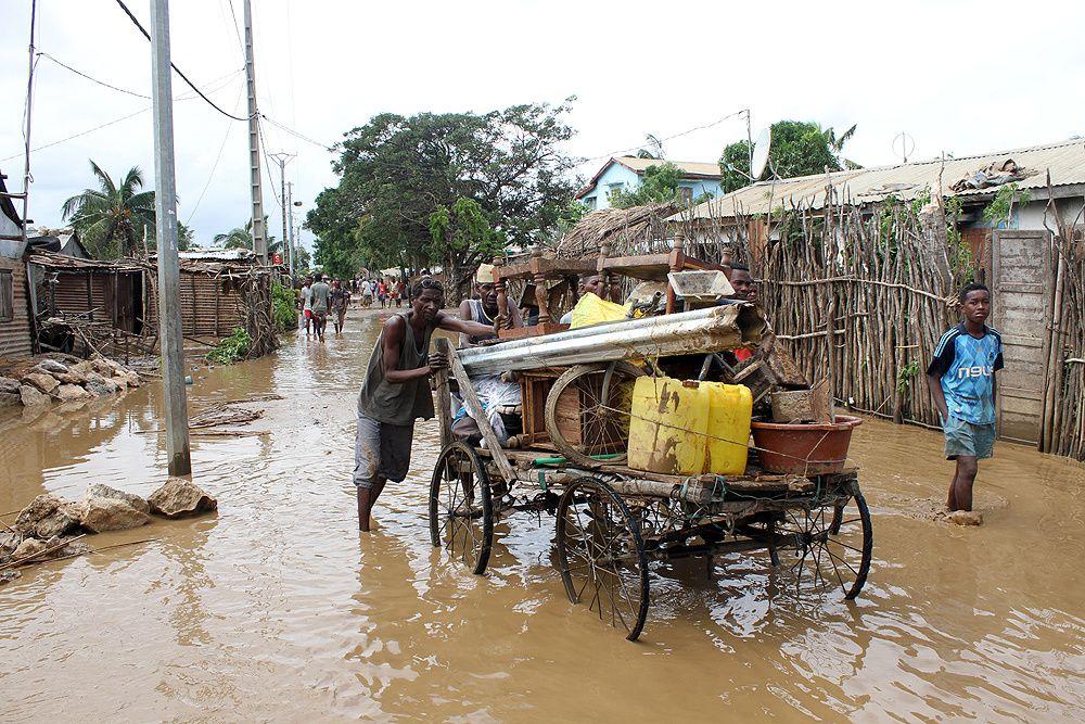 13 décédés, 47 blessés, 17 092 sinistrés, 6 153 sans abris, 220 cases totalement détruites, 26 écoles endommagées, 1 500 ha de rizières inondées, 1 digue endommagée, 1 barrage endommagé,...