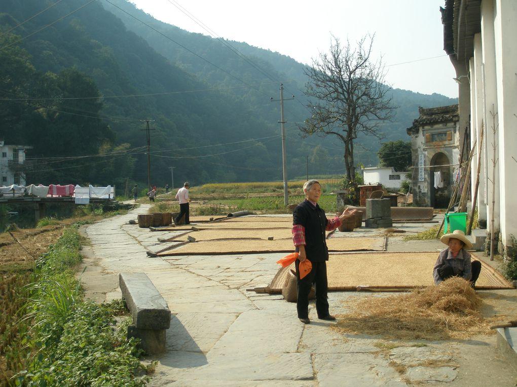 Xiao Qi est trop touristique alors que Shang Xiao Qi, très pittoresque, respire le calme et la vie simple .