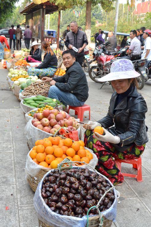 Le Xishuangbanna se trouve au sud du Yunnan et fait frontière avec la Birmanie et le Laos. Jing Hong la capitale est située sur le Mékong.