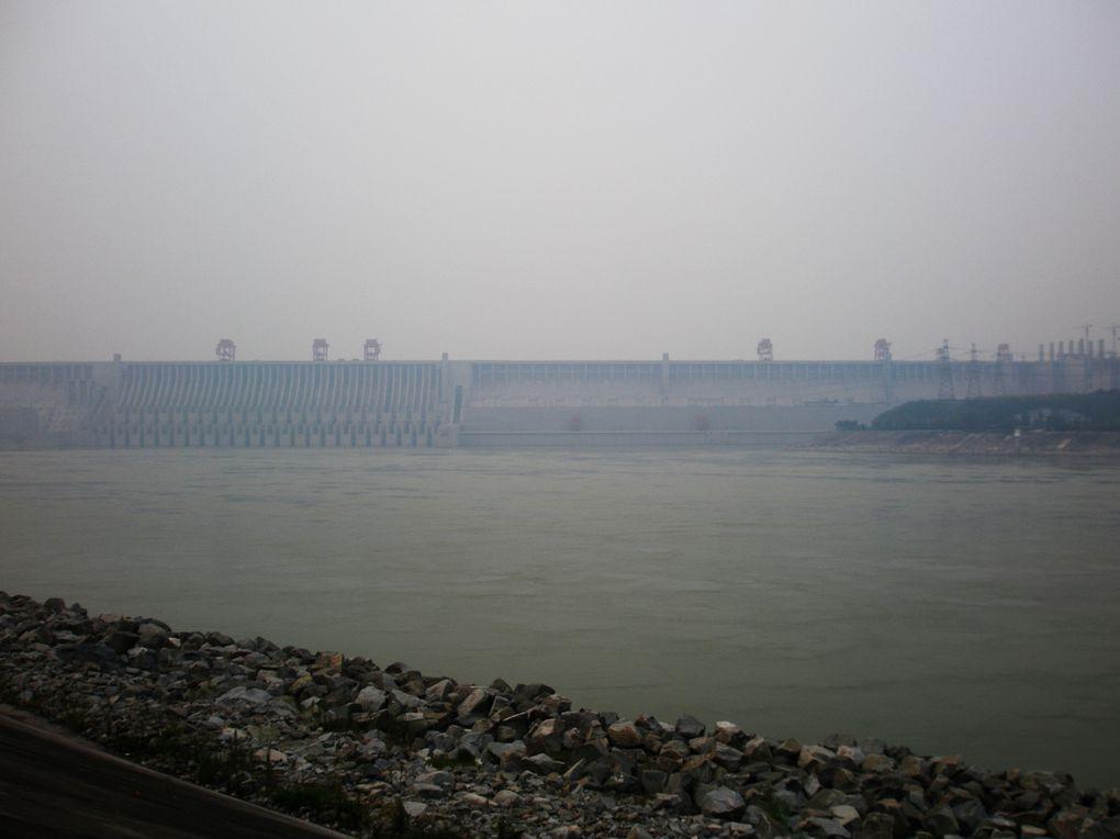 barrage des 3 gorges dans la brume