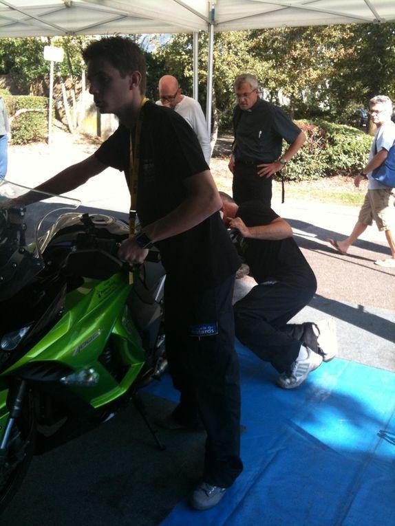 toute l'équipe du lycée Pierre Mendes France (adresse Facebook: ldm pierre mendes france) qui, soutenu par la Mutuelle des Motards, offre sur le Moto Tour une assistance gratuite!