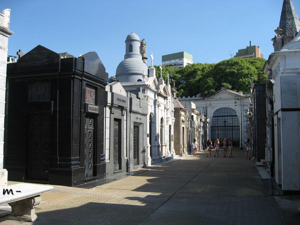 los principales monumentos de la capital...les principaux monuments de la capitale
