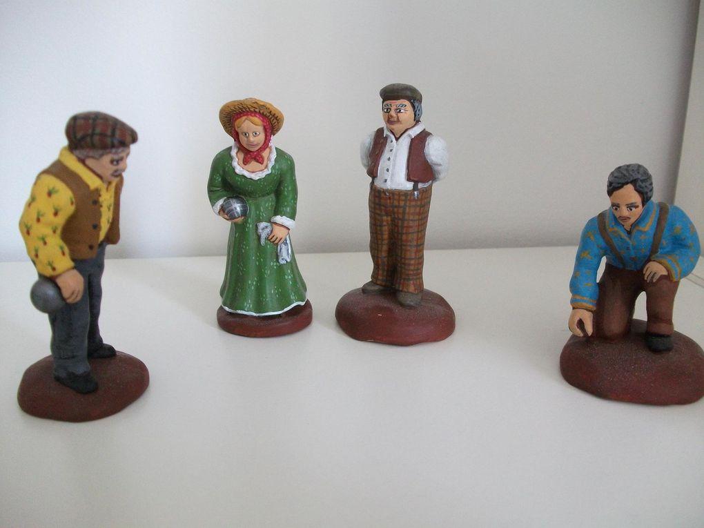 Voici ma collection de santons 7cm, d'origines diverses mais tous peints par mes soins.