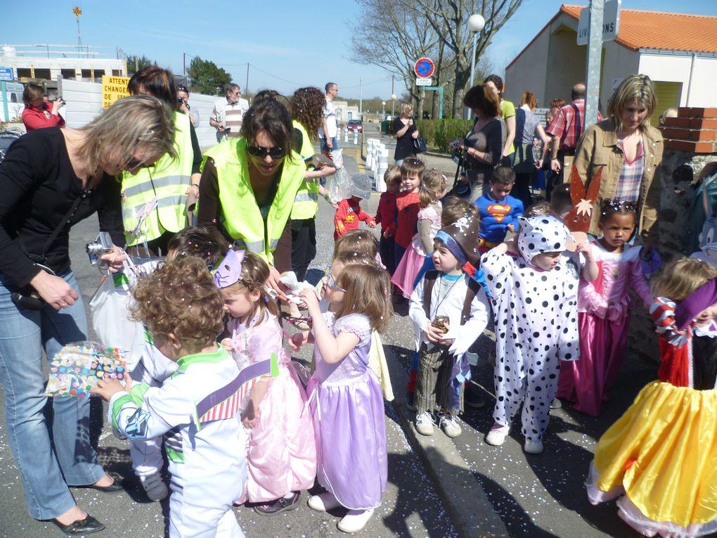 Les 11 classes ont défilé dans les rues du bourg.