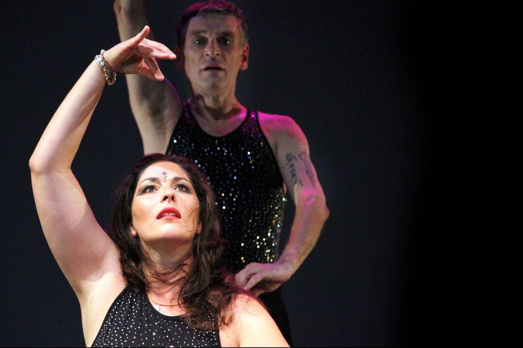 Le spectalce des artistes Leila Da Rocha et Patrick DupondUne poésie des corps qui unit les danses de l'Orient et celles de l'Occident en un seul spectacle.C'est la naissance d'un nouveau savoir sur la danse et la poétique du corps