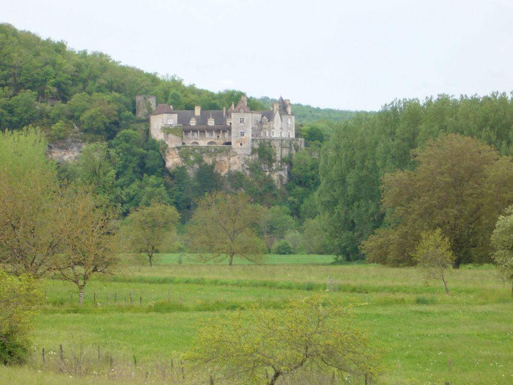 """Petit village sur le Lot dans le Parc Naturel Régional des Causses du Quercy élu """"Plus beau village de France en 2012"""""""