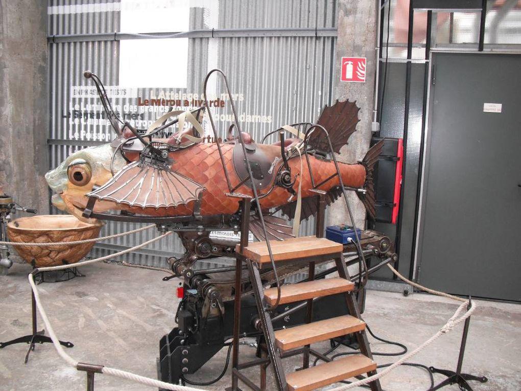 """""""Voyages vers le Futur...""""Sortie : """"Les Machines de l'Ile""""Transformons-nous en robots...Viens fabriquer ton équipement du futur...Un robot géant à la Pom'd'Happy...Cuisine futuriste...Courses d'objets volants...""""Futur'Land""""...Mission Cod"""