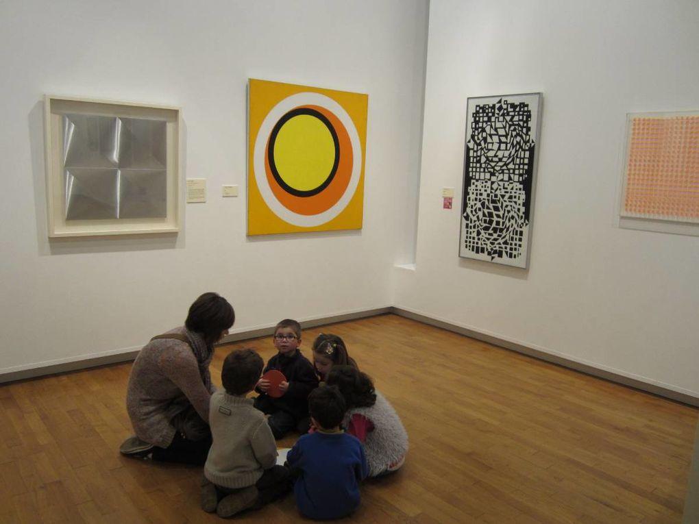 Par ci par l'art : c'est le thème des vacances, de la couleur dans tous les sens, une visite au musée de Cholet, et un vol mystérieux dans notre Louvre...!!!