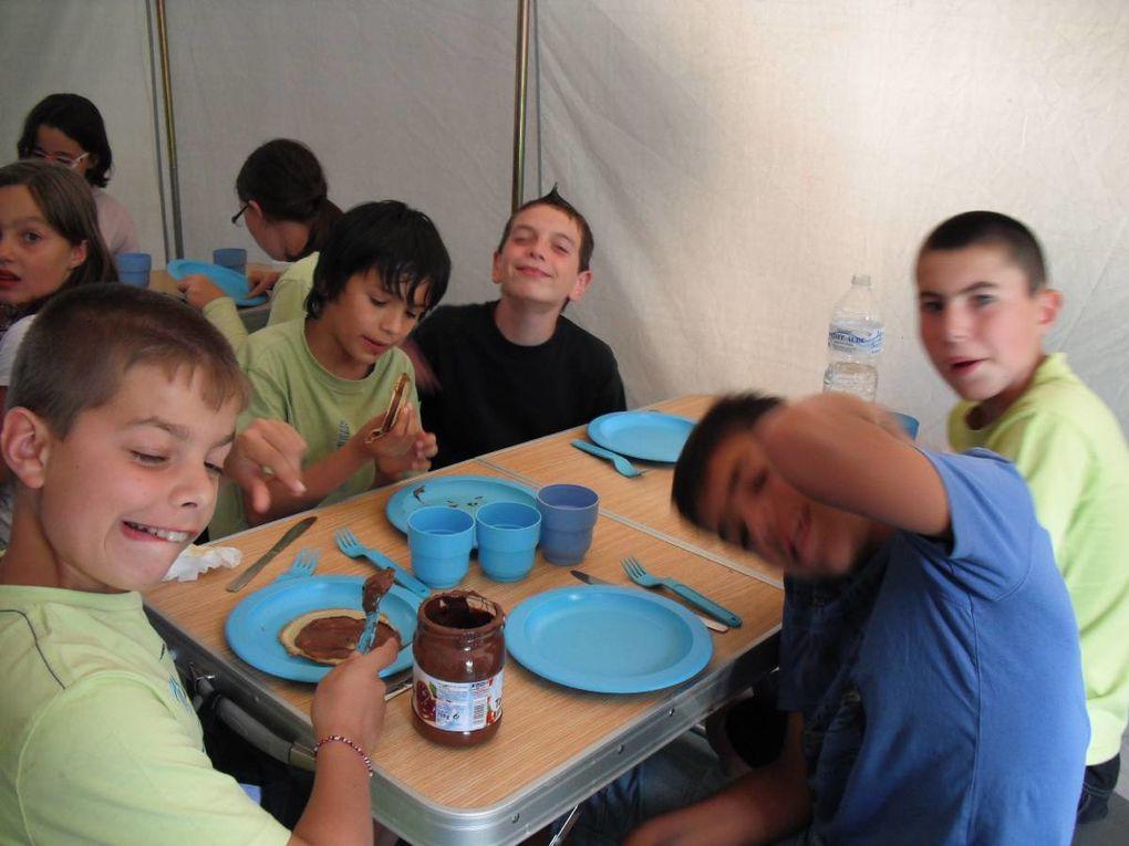 Juillet 2011. (Audrey & Joël)Les 9/11 ans à Mesnard la BarotièreAu menu : parcours acrobatique, pédalo, course d'orientation...