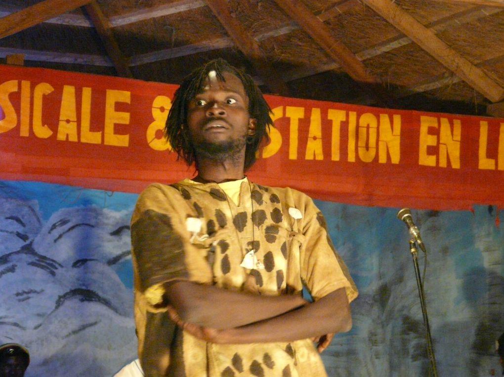 Représentation de Blue-S-Cat au bois d'Ebène à Bobo Dioulasso en décembre 2009&#x3B; Photographies de Isabelle Gaultier.