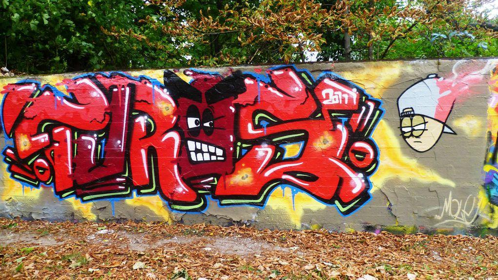 """Hier die aktuellen Bilder der legalen """"Hall of Fame"""" für Spray- & Graffiti-Kunst vom 22.10.2011Zu erreichen mit der Straßenbahn 3 Richtung Sandhofen > HST Stolbergerstraße aussteigen > 1/2Min Richtung Spiegelpark gehen."""