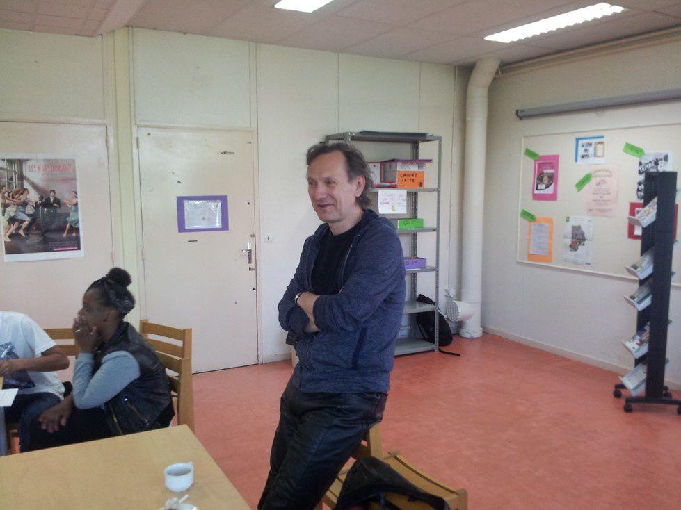Nous avons reçu le comédien Christian Gonon de la Comédie Française jeudi 22 mai 2014 au CDI. Il nous a parlé de son métier, de sa formation, de sa préparation avant les pièces, des pièces qu'il a préférées... Ce fut un moment passionnant