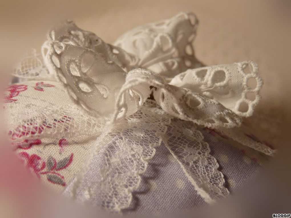 Dentelle, tampons, et boutons nacre