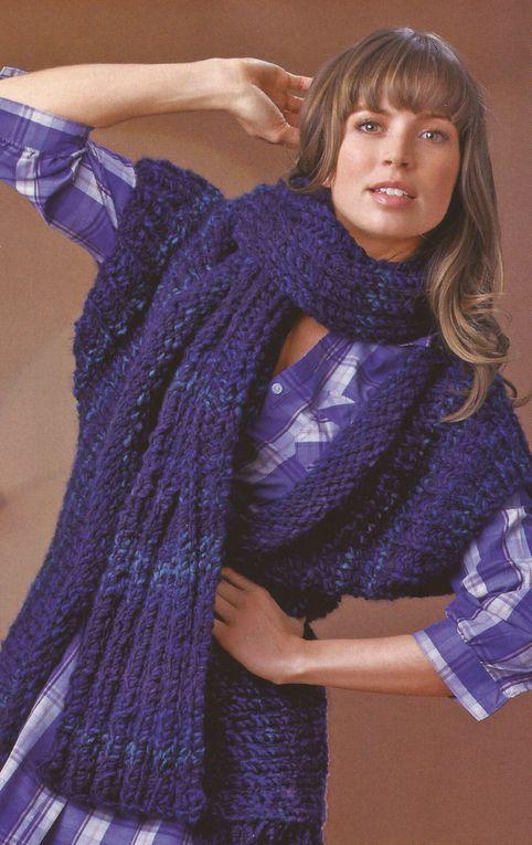 De nombreux modèles de tricots femme : pulls, gilets, vestes, écharpes ...