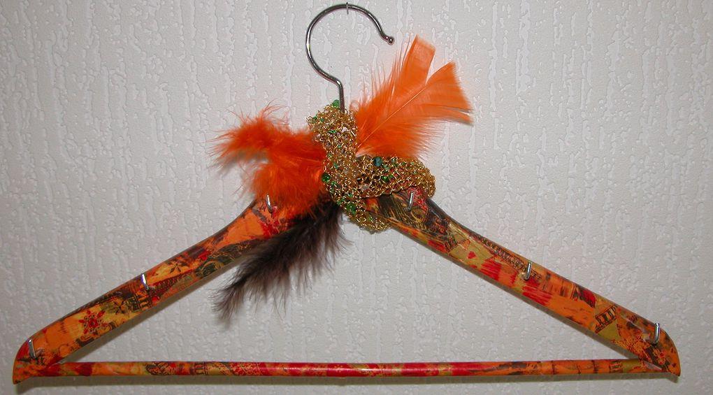 un rangement qui se montre pour vos colliers, bracelets et boucles d'oreilles