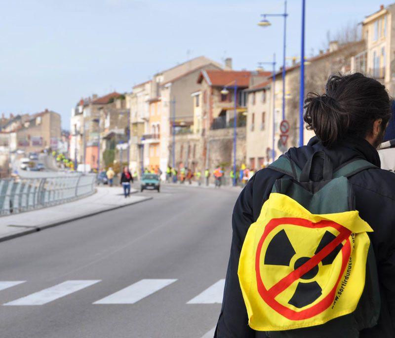 La grande chaine humaine à St Vallier (26) le 11 mars 2012