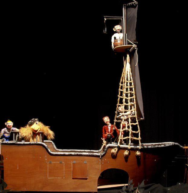 Marionnettes et photos des marionnettes Christian Bodart, de la compagnie Yapuka de Dunkerque pour le projet disponible à partir d'avril 2014, où 3 pirates déambuleront sur leur bateau, le black poulpe