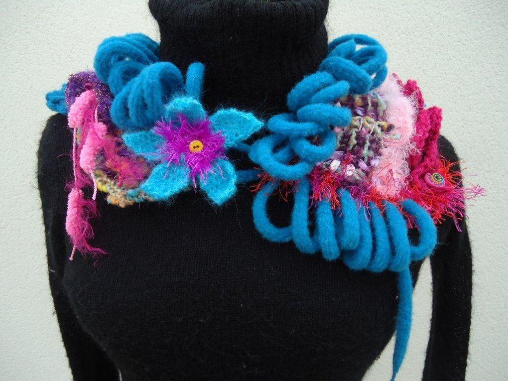 collier free chauffant en laines fantaisies un soupçon de filé main des boutons et une fleur étoile en attache