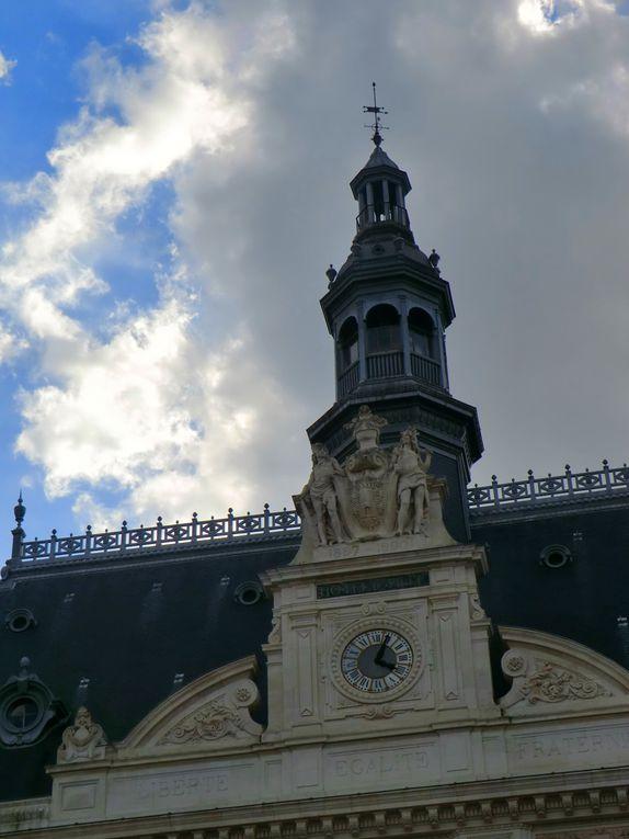 L'Angevine suit le parcours vers les Halles médiévales et aussi vers les donjons où l'Angevine apprécie les canaux en longeant l'îlot de la Sèvre,l'Angevine y capture les reflets de la tour bain des juin....