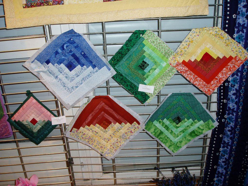Photos de l'exposition de fin Novembre 2003 avec l'inauguration et la participation de la peinture sur soie et sur porcelaine