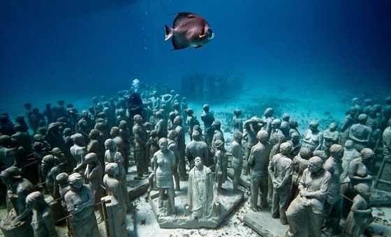 Album - Eerie, le musée sous l'eau au large du Mexique