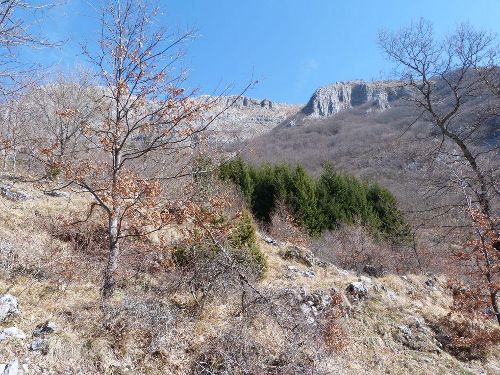 Un petit week-end au nord de Lucca dans les Alpi Apuane, loin des touristes de Florence ... Au programme, Castelnuovo di Garfagnana, Santa Isola (un lac aux couleurs bleu-vert magnifique au pieds de la montagne), Silico (un village perché avec des m