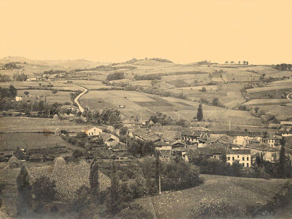 Cet album est composé des premières photographies prises au début du siècle à Montbrun Bocage.Montage et titrage :Roger Calvel